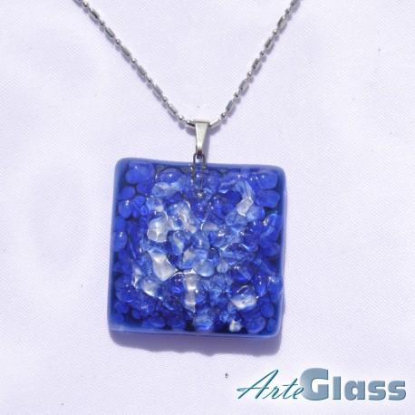 Колие единично от трошено стъкло в синьо и бяло - 3 x 3 см