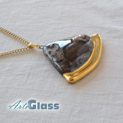 Колие кафяво 3 см сектор от кръг декорирано със злато